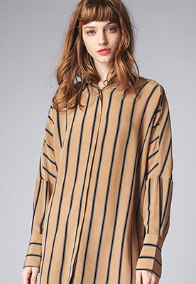 竖条纹蝙蝠廓形宽松衬衫连衣裙